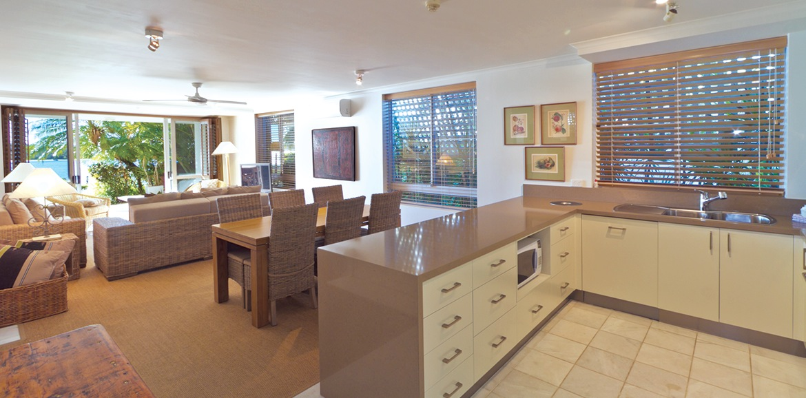 Noosa-Quays-Living-&-Kitchen-Area