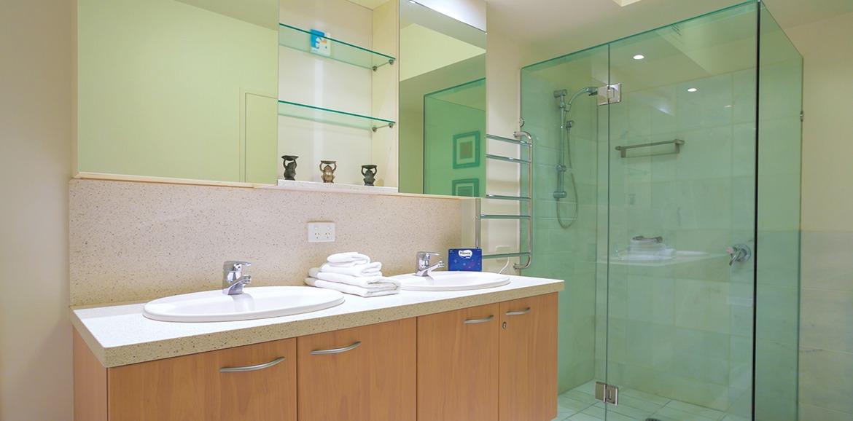 Noosa-Quays-Luxury-Bathroom-Area