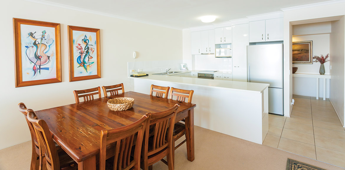 Noosa-Quays-Dining-&-Kitchen-Area