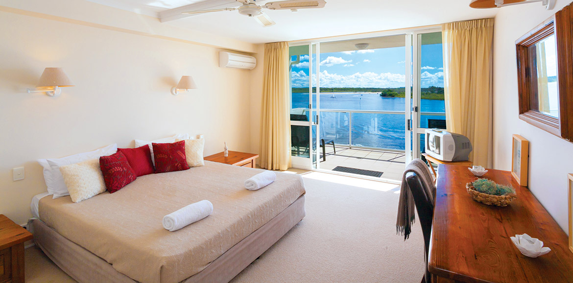 Noosa-Quays-Waterfront-Bedroom