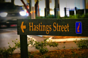 noosa-quays-hastings-street-sign-shopping